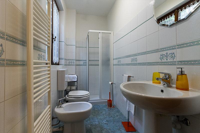 interni-bagno-appartamento-agriturismo